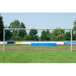 Sport-Thieme Grossfeld-Fussballtor, in Bodenhülsen stehend und mit SimplyFix